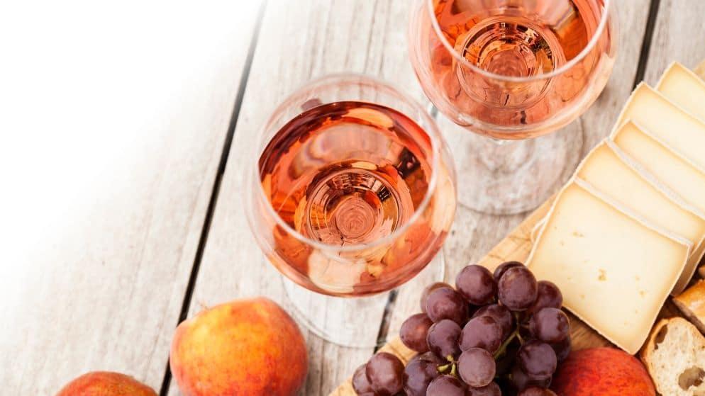 Apéritif d'été pour accompagner un vin rosé